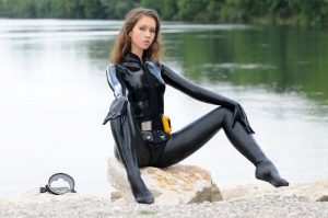 latex sexy girl diving